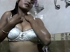 Guy Peeping While Sexy Girl Bath in Shower