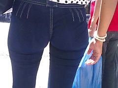 jeans with nice ass on the street