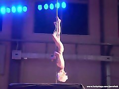 stunning blonde gives the best pole dance show ever