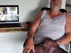 mature tranny wanking in front of webcam