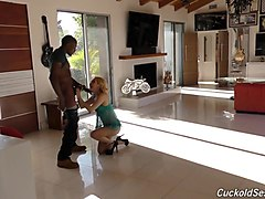 wife fucks her black personal trainer in gym in front of