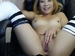 sexy twerking asian babe masturbates til she squirts
