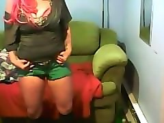 wet myself in my shorts ~ desperate to pee ~ piss in my pants