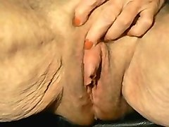 old granny jerk off her big clit! amateur!